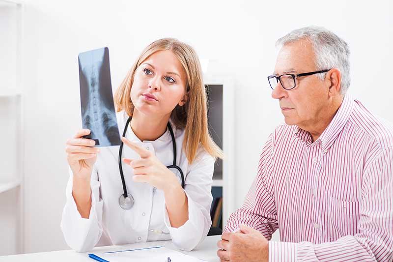 เมื่อปวดหลัง จะมีวิธีการดูแลรักษากระดูกสันหลังเบื้องต้นอย่างไร